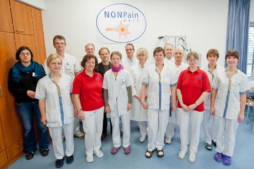 Ein Team verschiedener Fachbereiche arbeitet auf der NONPain-Unit zusammen.