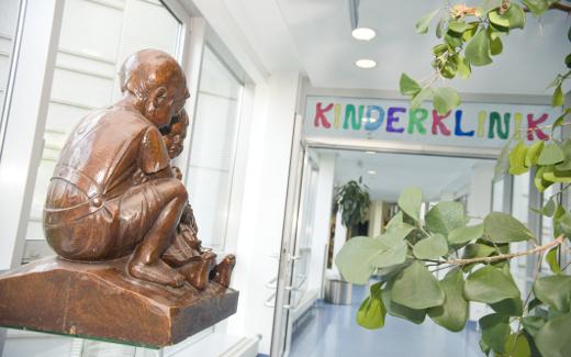 Eingang zur Klinik für Kinder- und Jugendmedizin in Weimar