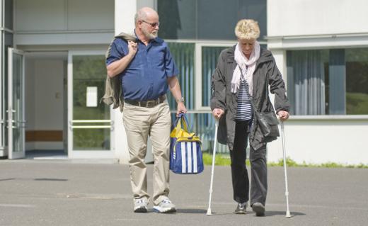 Das Abholen des entlassenen Patienten von Angehörigen ist sehr hilfreich. Ist dies nicht möglich, stehen dem Patienten weitere Möglichkeiten zur Verfügung.